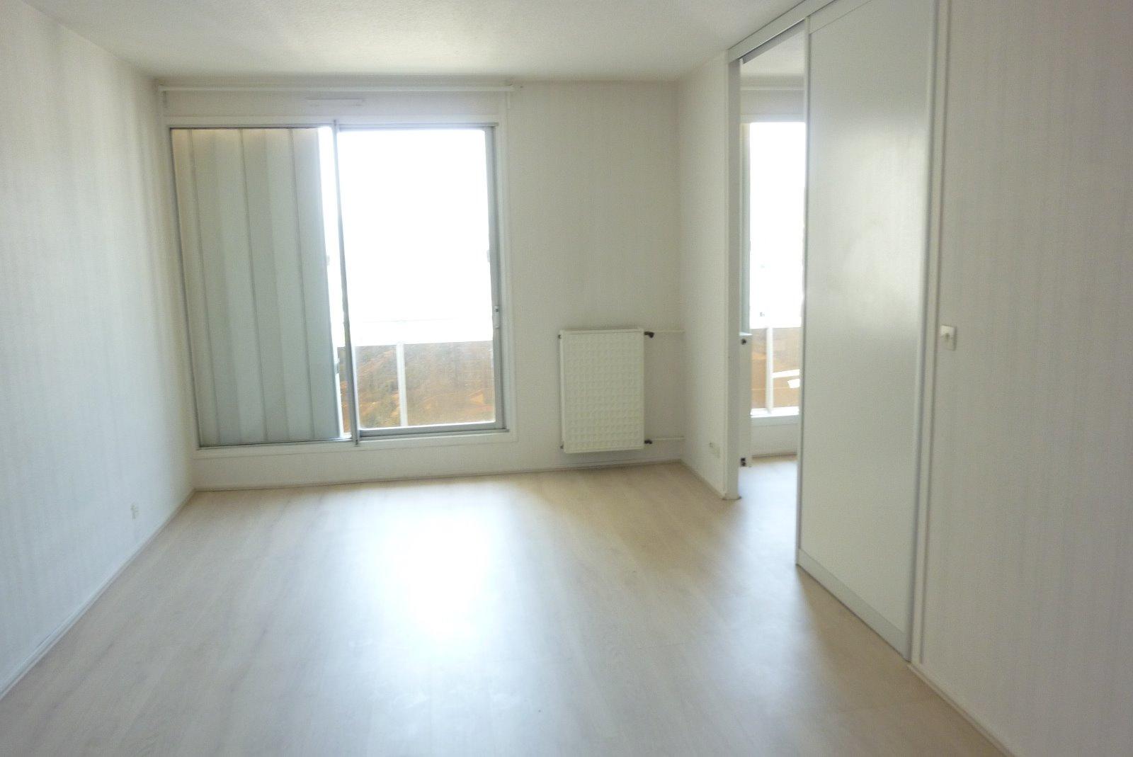 annonce vente appartement clermont ferrand 63100 67 m 59 000 992738370111. Black Bedroom Furniture Sets. Home Design Ideas